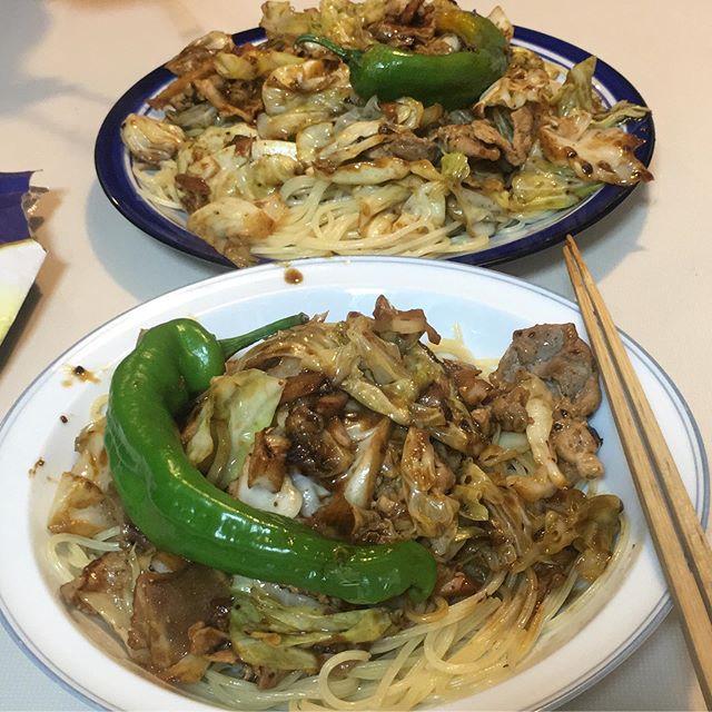 スパゲティー回鍋肉。いや、回鍋肉スパゲティーと呼ぶべきか、、、ていうか、うまけりゃなんでもいい。(色は悪いけどねえ) (from Instagram)