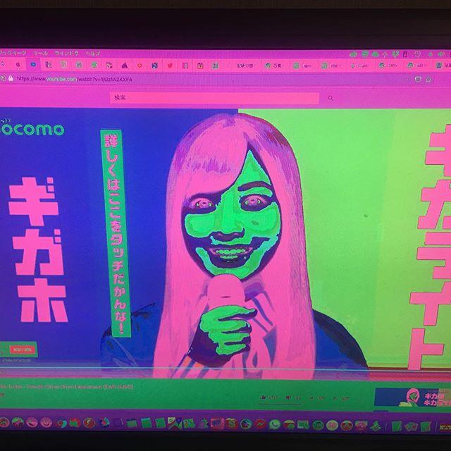 ウチのパソコンは今絶不調で、スリーブから醒めると音が出なかったり、グラボが色をコントロールできなくなる。Youtube見るとこの頃やたらと出てウンザリなこのCMが新鮮に映る。最初はドキッとさせられたけどね。 (from Instagram)