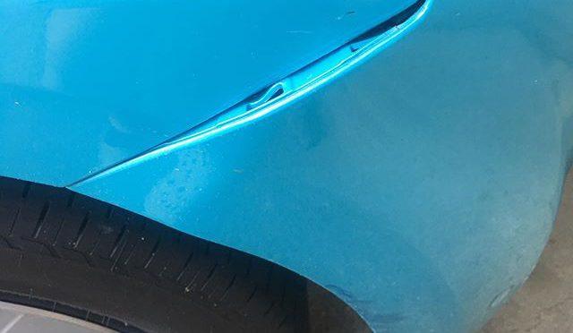 友人が車庫入れの時に考えたら僕だった。(笑)ぶつけたバンパー修理。安い板金屋さんどこか知らないか?と尋ねられたので、いろいろ (from Instagram)