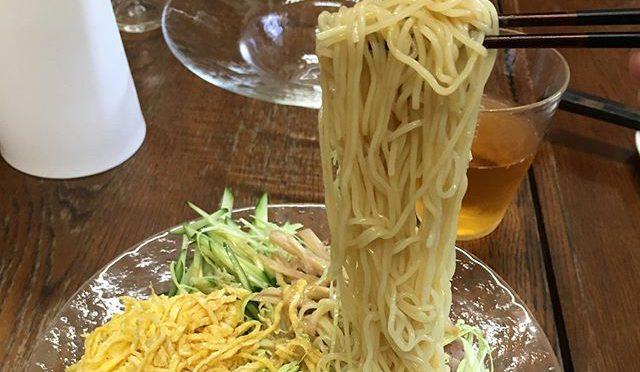昔、中京にあった明養軒の冷麺を、明養軒のムスメ(て言っても僕の2コ下だけど)に明養軒のお母さんのタレでご馳走になった。