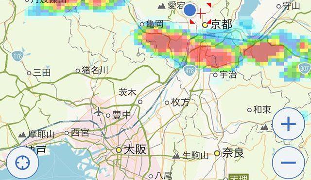 またそこら中でゴロゴロ鳴ってる。ひと雨くれば涼しくなるのに、いっかな降る気配がない。レーダー画面では雷雲が京都市街地の南部をかすめて伸びているが、ここ北区はおよびでないようだ。いや待てよ! 1時間後に丹波篠山と南丹の間に居る赤い塊がまっすぐこちらに向かっている。楽しみだな。 (from Instagram)