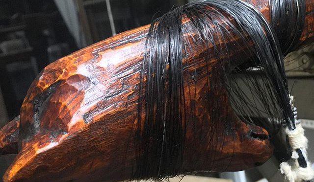 OshiraBat being tortured…締め上げられて、火炙りにされて、、、首に巻きついた黒髪が艶かしい、、、なんかアブナイ世界のようだ。 (from Instagram)