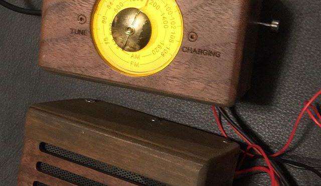 明日にしようと思ったけど、なんか待ちきれなくって、夜中にもかかわらず、冷え込んでるのも構わず、半分にぶった切ったラジオをFIAT500に仮置きしてみた。良いんでないかい!^_^スピーカーボックスはグローブシェルフの下に吊り下げることにした。ここが目立たないし邪魔にもならん。電線の取り回しやルーフアンテナはまた明日。 (from Instagram)