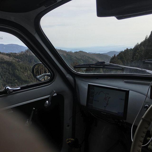 春の陽気の峠を越えて大悲山の寺谷の奥の友達のアトリエに着いたら、未だ冬だった。 (from Instagram)